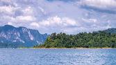 Cheo lan lake khao sok nationaal park thailand — Stockfoto
