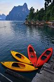 Kayak on Cheo Lan lake. Khao Sok National Park. Thailand. — Stock Photo