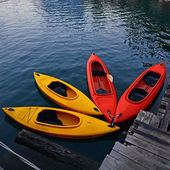 Yellow and Red Kayak on the lake — Stock fotografie