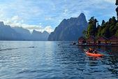 Kayaking on Cheo Lan lake. Khao Sok National Park. Thailand. — Stock Photo