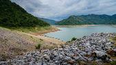 Rzeki i góry tyłek khundanprakanchon dam, nakhon ba — Zdjęcie stockowe