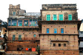 Colorful houses on river Ganges — Stock Photo