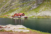 Cabin on the shore of Balea Lake — Stock Photo