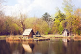 Lodges on the shore of lake — Stock Photo