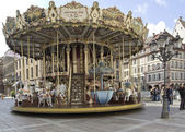 Carousel in the city center. — Zdjęcie stockowe