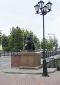 Lion and lamp near Pusklinsky bridge — ストック写真