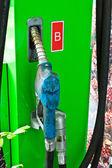 Buse de pompe à gaz isolé sur fond blanc — Photo