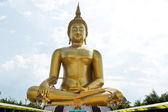 Estatua dorada de buda de tailandia — Foto de Stock