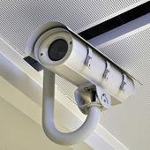 Caméra de sécurité ou de vidéosurveillance à l'aéroport — Photo