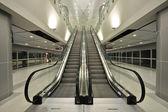 Die rolltreppe bewegt — Stockfoto