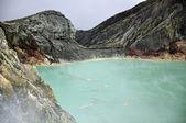 Lake at top of kawah ijen volcano, Indonesia — Stock Photo