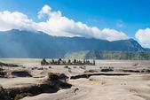 świątynia na górze bromo wulkanów w bromo tengger semeru krajowych — Zdjęcie stockowe