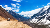 Beautiful landscape of Chopta valley with Snow covered beautiful — Stock Photo