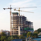 Industrial construction cranes and building work site — 图库照片