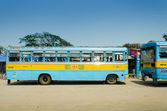 KOLKATA, INDIA - APRIL 14:Colorful pulblic bus at Kolkata — Stock Photo