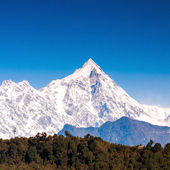 Snow mountain with blue sky at Sikkim , India — Foto Stock