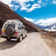 Tourist jeep at Chopta Valley in Sikkim, India — Stock Photo