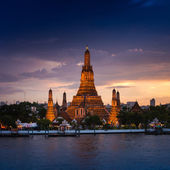 Wat Arun Ratchawararam a Buddhist temple in Bangkok — Stock Photo