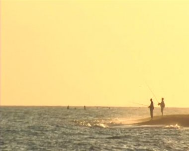 Fishers at the sunset. Surf casting. — Stock Video