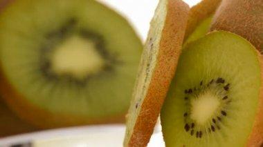 Kiwi fruit slices rotating. Loop — Stock Video