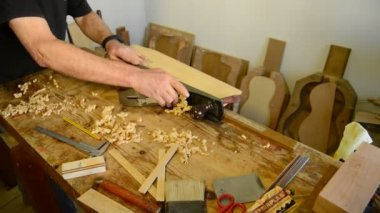 Luthier giving wood planer in workplace. — Stock Video