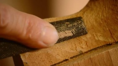 Carpenter sanding a table wood — Vídeo de Stock