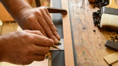 Luthier pointing the frets of a guitar — Stock Video