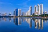 Reflection of skyline — Stock Photo