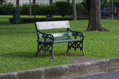 Old green bench — Stock Photo