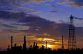 Silhouettes oil refinery factory — Stock Photo