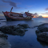 Old wrecked boat abandoned. — Stock Photo