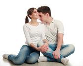 W miłości młoda para, na białym tle, w studio — Zdjęcie stockowe