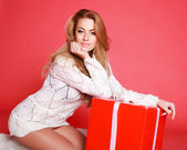 Beautiful sensual woman with christmas gifts, studio on pink — Stok fotoğraf