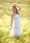 Happy cute girl enjoying a sunny summer day — Stock Photo