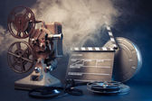 Old film projector and movie objects — 图库照片