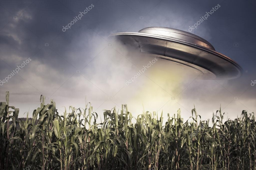 UFO over a crop field on a dark sky — Stock Photo #13447087
