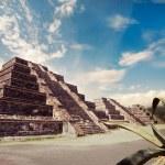 Aztec pyramid, Mexico — Stock Photo #45905497