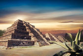 Aztec pyramid, Mexico — Stock Photo