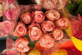 出售花束的脸红粉红玫瑰 — 图库照片