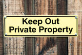 Pale Yellow and Black Sign Stating Keep Out Private Property — Stock Photo