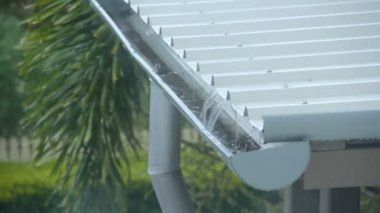 Raining Roof — Stock Video