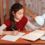 Schoolgirl doing homework — Stock Photo