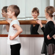Children standing at ballet barre — Stock Photo