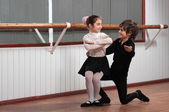 Children dancing in a ballet barre — Stock Photo