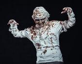 мумия в темноте — Стоковое фото