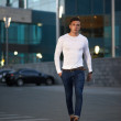 Fashionable guy is the evening city — Stock Photo