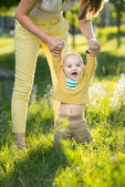 Mom teaches son walking grass — Stock Photo