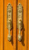 关闭的现代门的句柄 — 图库照片