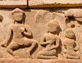 Starověké Khmerská překladem vyřezávané s kala démon postava sedící na — Stock fotografie