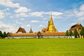 Gold pagoda at Temple of the Emerald Thailand Buddha — Stock Photo
